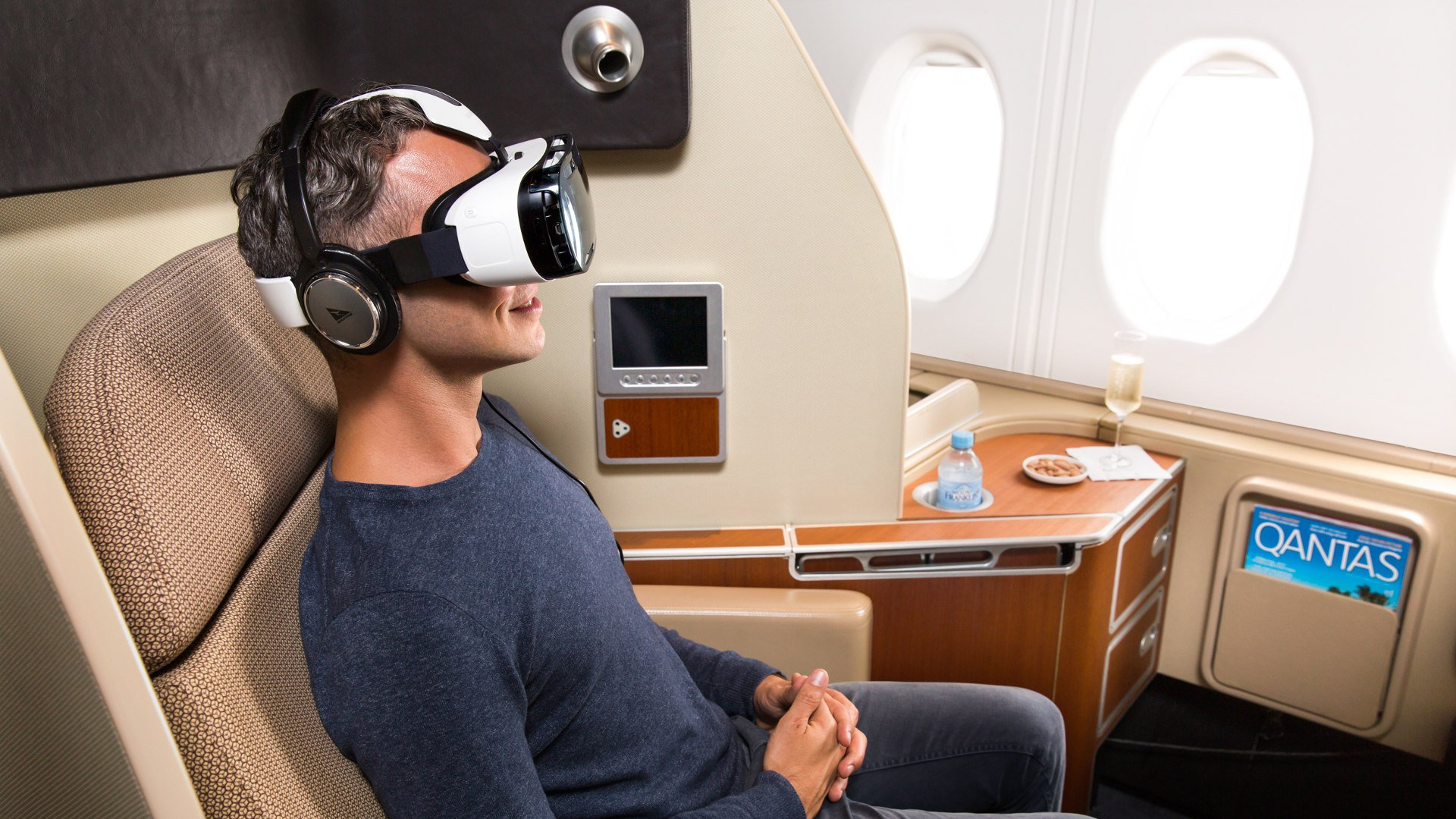 Quantas Airlines To Use Gear VR For In-Flight Entertainment