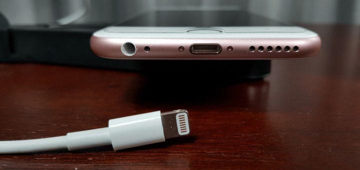 Apple iPhone + Lightning Connector