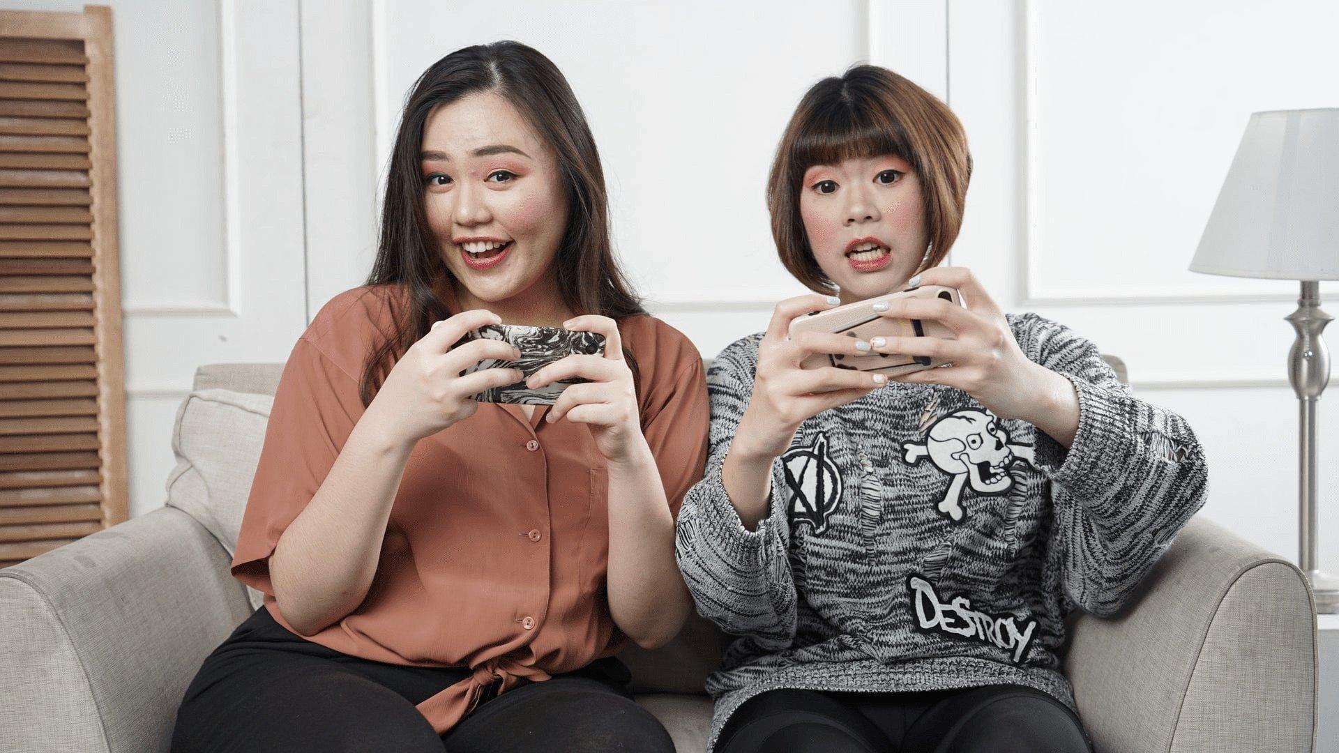 Playing Mobile Games / Photo by Afif Kusuma on Unsplash