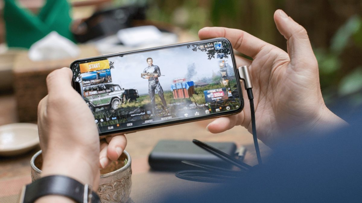 Playing Pubg Game On Smartphone / Photo by SCREEN POST on Unsplash